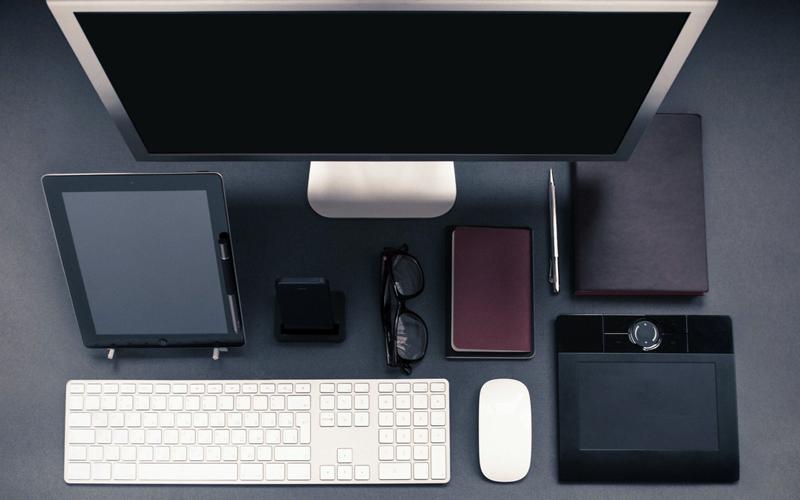 apple-iphone-desk-office-(1