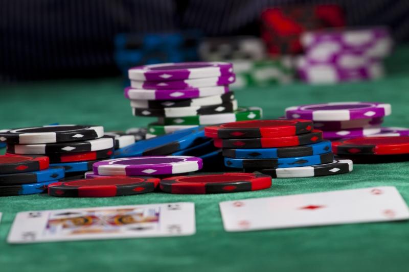 2199912-poker-chips